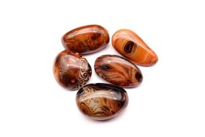 Red Agate: The Ultimate Guide to Meaning, Properties, Uses