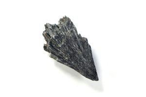 Black Kyanite: The Ultimate Guide to Meaning, Properties, Uses